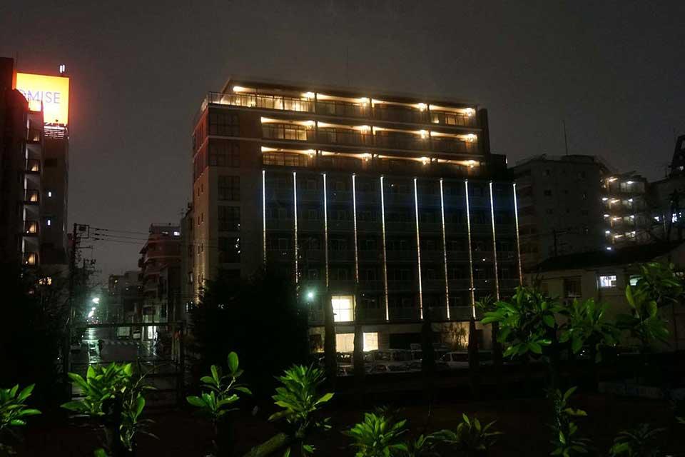 Linear Illumination: Condominium in Sumida Ward (Tokyo)