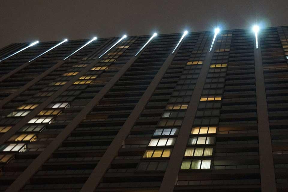 Linear Illumination High-Rise Building in Iidabashi (Tokyo)