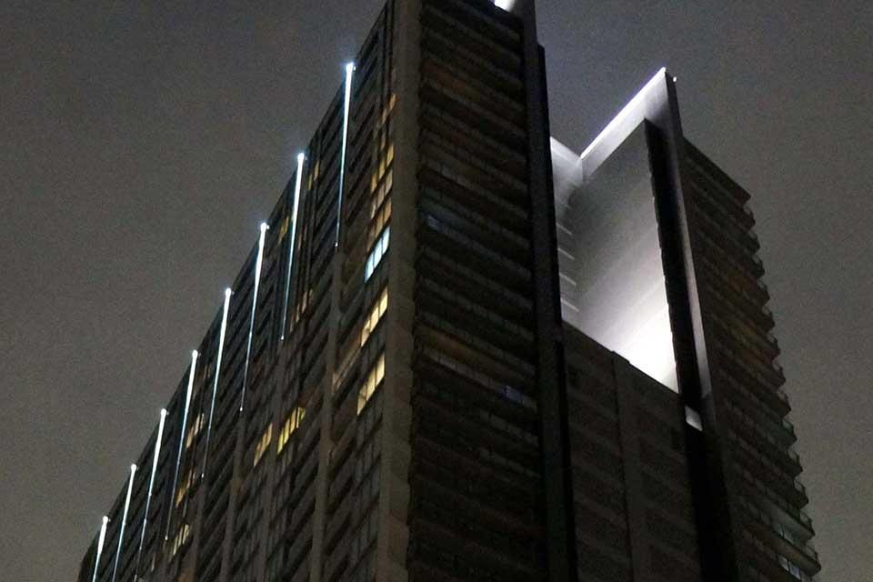 飯田橋高層ビル 直線照明
