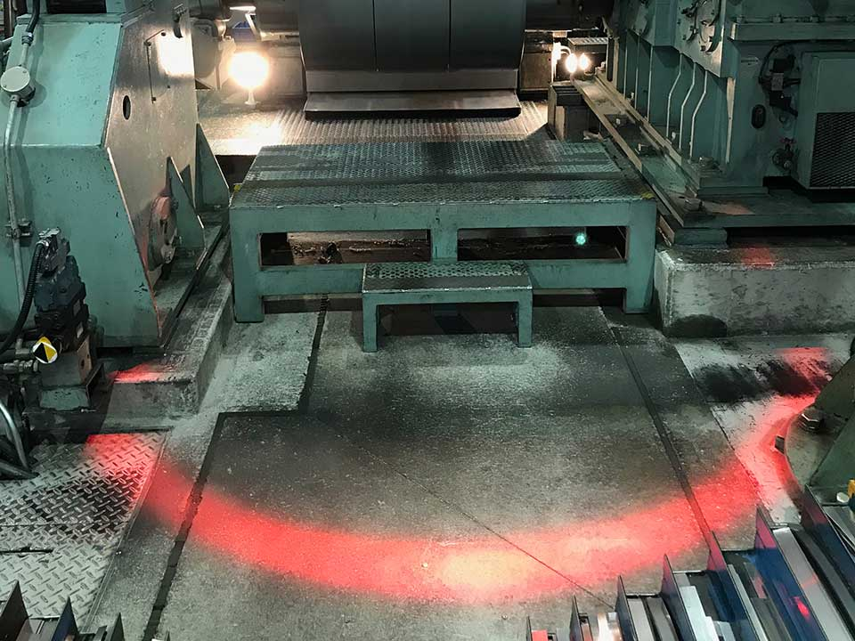 工業用マシンの危険ゾーンを明示