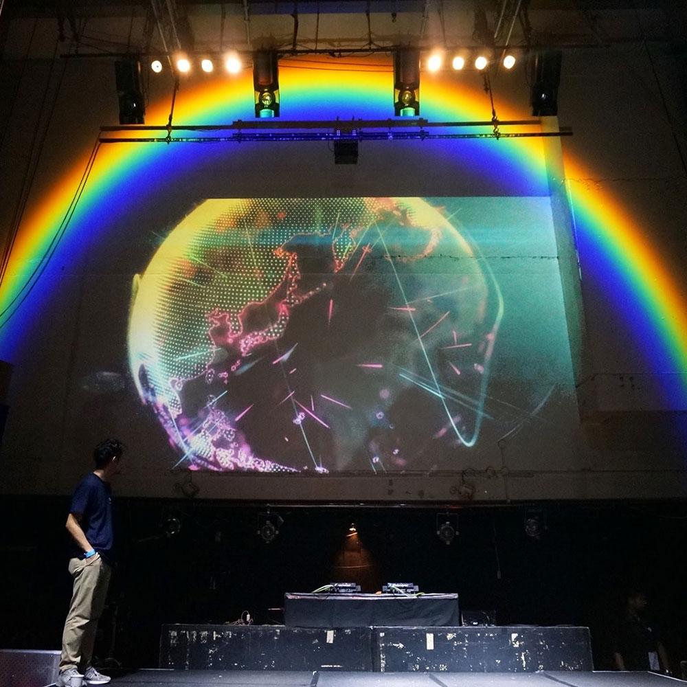 空間に虹を架けるオンリーワンLED照明