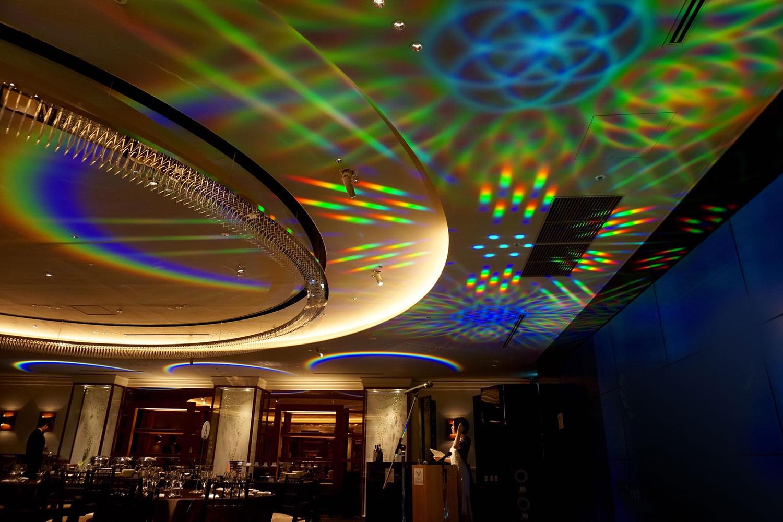 虹色アーチ型 光パターン形成LED照明「ホロライト・レインボウ」シリーズ